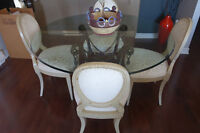 Table en Verre + 4 Chaises  / Glass Dining Table & 4 Chairs