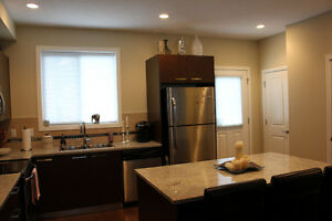 Executive Townhouse 3 Bed + Den & 2.5 Bath w/ Double Garage
