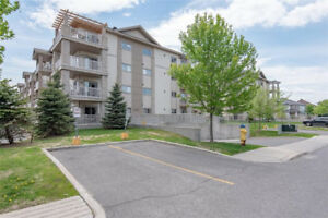 Beautiful 2 bedroom condo in Orleans!