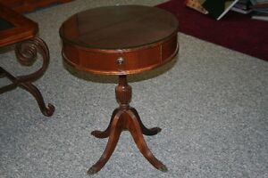 VINTAGE Duncan-Phyfe Round Walnut End-Table, Brass Claw Feet West Island Greater Montréal image 1