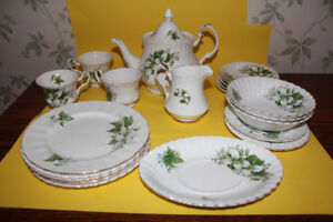 Lot of Royal Albert China - Trillium pattern
