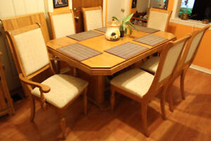 Solid Oak Dining Table 6 chs 1 ext / Chene Table Cuisine