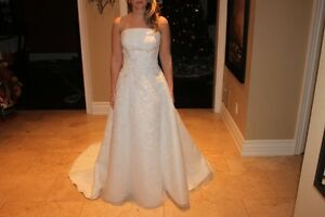 Stunning Size 6 Wedding Dress