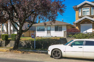 1ST time on the market!! flat 33 x 110 lot in South Vancouver