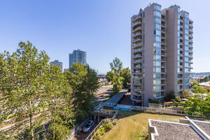 Bright & Spacious 3Bdrm & 2Ba Condo in Heart of New Westminster