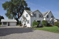 Looking for a fabulous family home in Niagara? THIS IS IT!