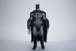 Batman Arkham Origin Collectible ( lightly used) London Ontario image 3