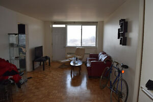 Sunny 4 1/2 Montreal Apartment DOWNTOWN