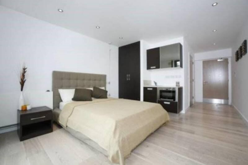 LUXIORIOUS HIGH QUALLITY STUDIOS WITH BALCONY - COUPLES WELCOME