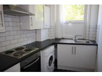 Spacious 3 bedroom flat in Clayhall