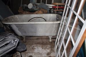 bain antique en fonte blanc