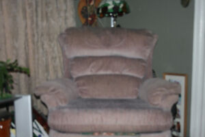 Smaller sized recliner chair