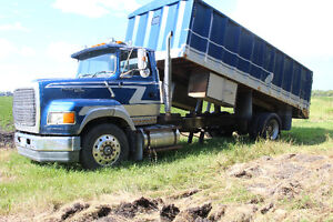 1995 Ford Aeromax L8000 Farm Truck