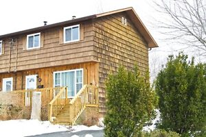 NEW LISTING! Great starter home in an incredible location!