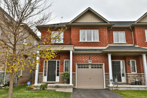 BEAUTIFUL END UNIT TOWN HOUSE STONEY CREEK LAKESIDE AREA