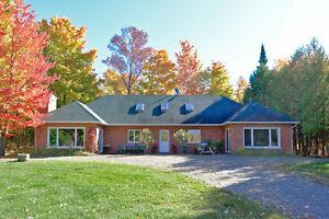 Fermette 11 acres avec maison en brique construction 2000