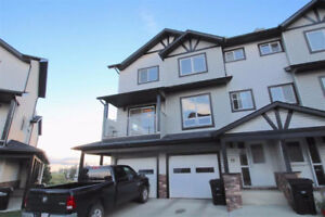 AVAILABLE IMMEDIATELY FOR RENT! 3 Bdrm 2.5 Bathroom Townhouse!