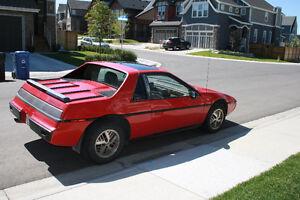 1985 Pontiac Fiero SE Coupe (2 door)