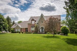 SPECTACULAR EXECUTIVE HOME IN LUCKNOW WITH 0.89 ACRES!
