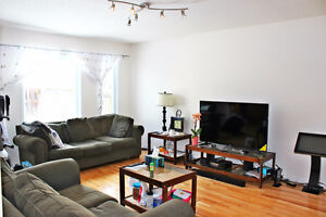 Southern Guelph Luxurious 2000 sqft apartment with parking