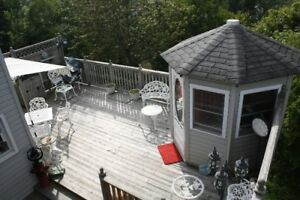 QUIET CENTRAL HOME - LARGE DECK, GAZEBO & AWNING