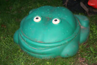 Step 2 Frog pool with lid