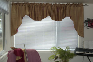 Cascade Valance with Contrast Back