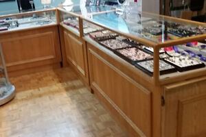 6 BEAUTIFUL OAK JEWELRY LED DISPLAY CABINETS - Price Reduced Stratford Kitchener Area image 2