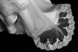 Stunning Strapless Size 4 Wedding Dress, w/ Beadwork and Lace