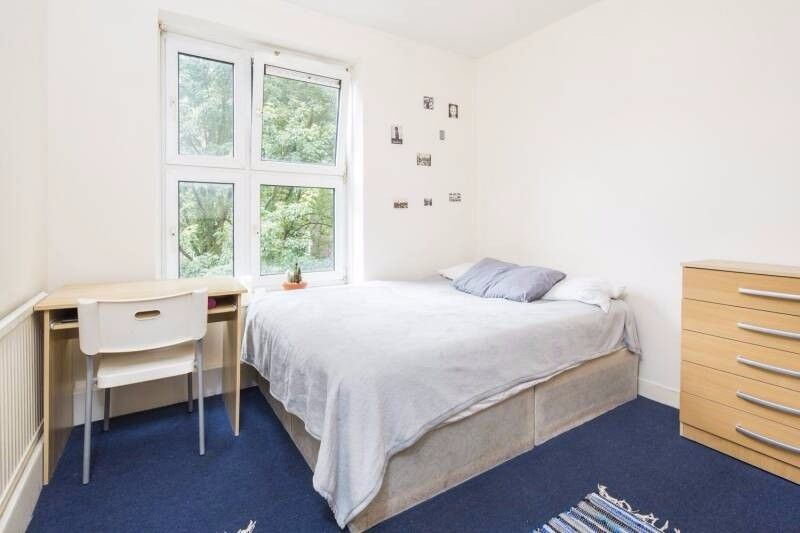 LOVELY DOUBLE ROOM IN GREAT LOCATION ( VAUXHALL )