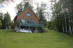 Magnifique chalet en bois 4 saisons bord du lac Pohénégamook