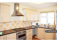 2 bedroom flat in Chobham Road, London, E15 (2 bed)