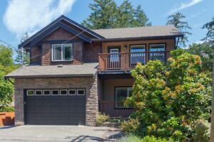 Great Family Home with Lake and Mountain Views!