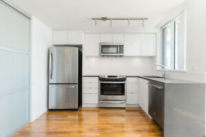 Lovely 1 BED and 1 BATH Condo unit with Open & Bright exposure!