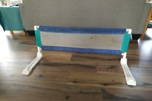 Bed fence for kids