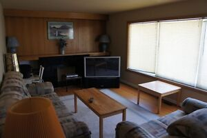 Room for rent, close to Foothills Hospital, SAIT and U of C.