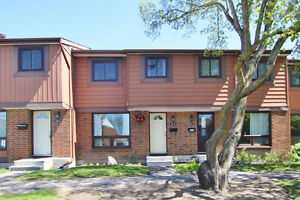 52D Foxfield Drive in Barrhaven! Close to Park & Transit!
