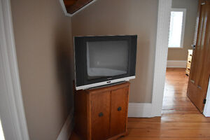 32 Inch Flat Screen TV.  Large Case