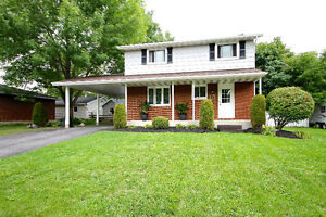 Four Bedroom Family Home with In-ground pool & 2 gas fireplaces