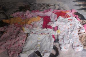 Vêtements bébé fille new borne et 1 mois