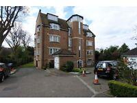 2 bedroom flat in Silverbell Court, Woodside Park, N12