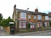 3 bedroom house in Castle Road, North Finchley, N12