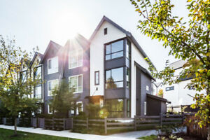 IMMACULATE 2 BED AND DEN TOWNHOME - CLOVERDALE