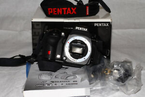 NEW Condition PRO PENTAX K5 body with all accessories and box