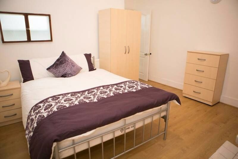 PROPERTY HUNTERS ARE PLEASED TO OFFER 5 LARGE DOUBLE BEDROOMS TO RENT IN ILFORD (ALL BILLS INCLUDED)