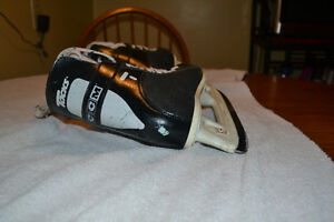 CCM Tacks 152 Skates, Size 5 London Ontario image 3