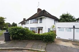 4 bedroom house in Howard Walk, East Finchley, N20