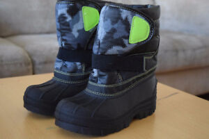 Bottes Childrens place NEUVES Gars point 2/NEW boots boy