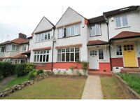 3 bedroom house in Hamilton Way, West Finchley, N31