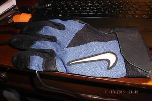 0NE NIKE BATTING GLOVE FOR THE RIGHT HAND